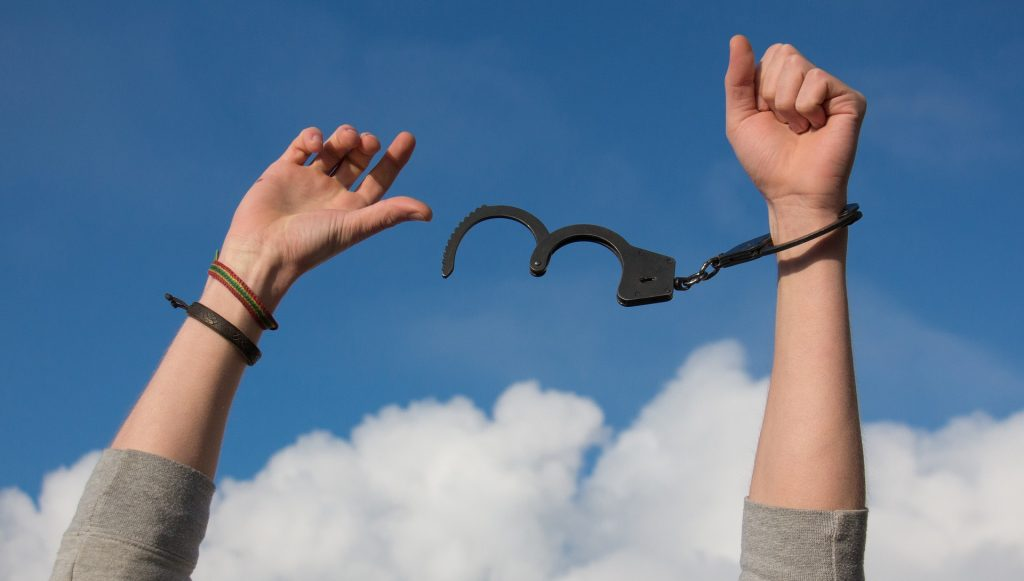 https://pixabay.com/en/freedom-sky-hands-handcuffs-clouds-1886402/